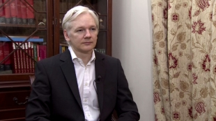 Assange: 'Snowden safe but journalists dealing with him at risk'
